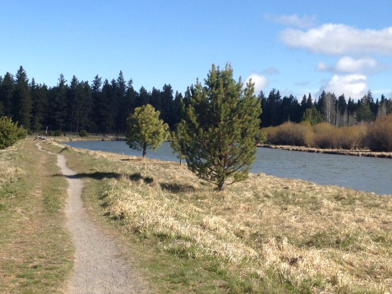 Hiking along the Deschutes River