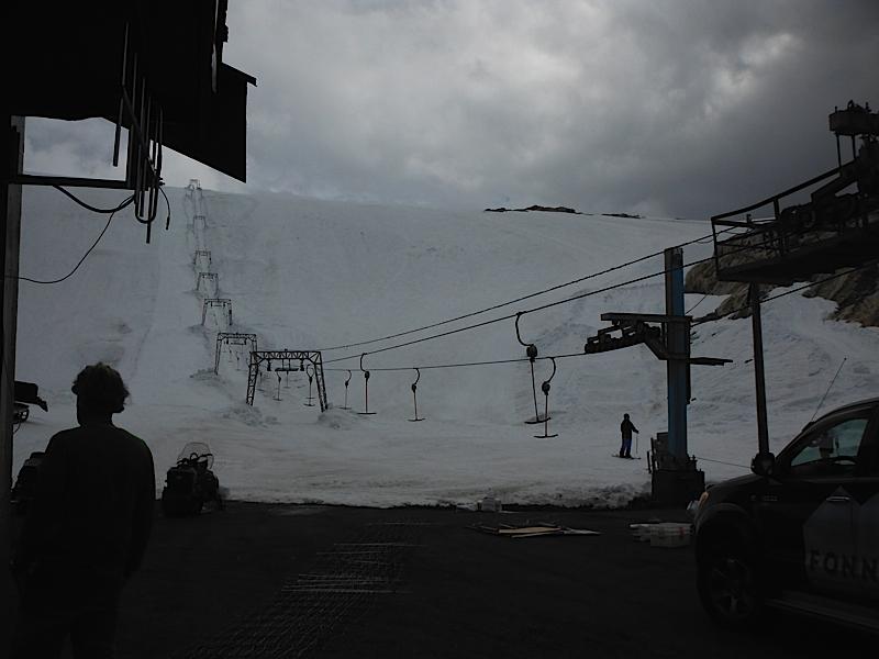 Summer skiing in Folgefonna